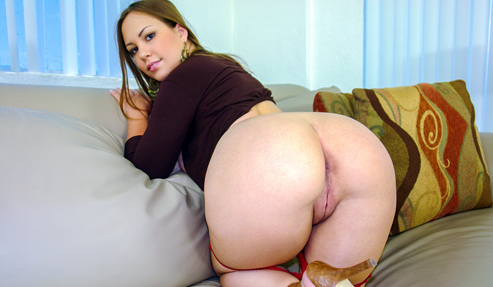 Playing with big juicy pussy