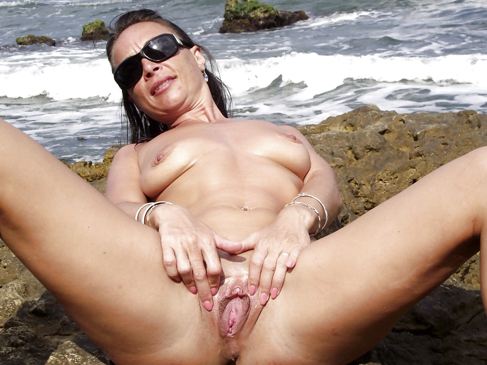 Wide open mature pussy